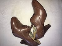 pair of brown leather heeled shoes Toronto, M1P 3R7