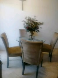 Dinnette table and 4 chairs Phoenix, 85021
