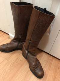 pair of brown leather boots Vancouver, V5V