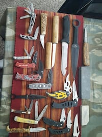 19 pocket knives used pick up 66213 Overland Park, 66213