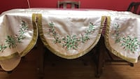 Christmas mantle scarf white silk with green - no missing pieces - like new Hamilton, 18360