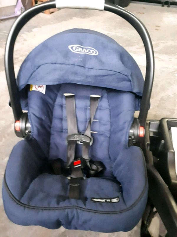 Graco click and connect 3 in 1 stroller car seat and base 6baa2441-5366-4f06-b73a-66401fbada30