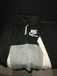Black and white nike pullover hoodie Hamilton, L8K 6H7