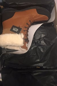 MEN UGGS BOOTS BRAND NEW IN THE BOX TO SELL SIZE 10.5!!! Terrebonne, J6Y
