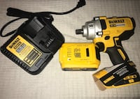 Dewalt cordless hand drill with battery charger Hempstead, 11550