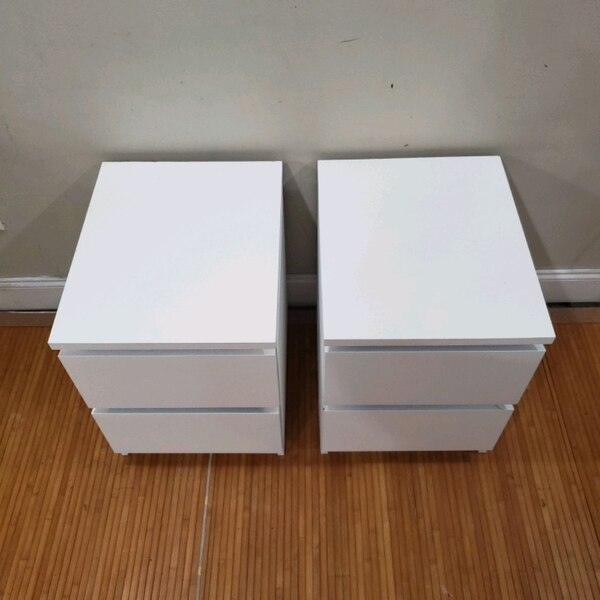(2) white 2 dr nightstand side table end table 73a09660-7a81-424a-9a84-792cab4a6fa5