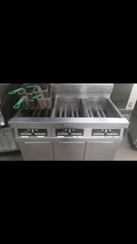 Dean 3 bay gas deep fryer like new!