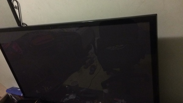 Black flat screen tv it's a good tv and price is negotiable
