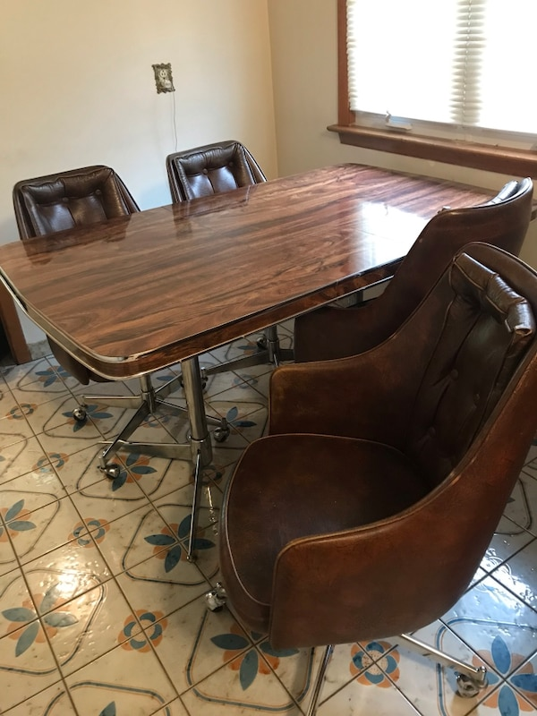 Kitchen table with extension and 4 chairs. 6ft by 3 ft