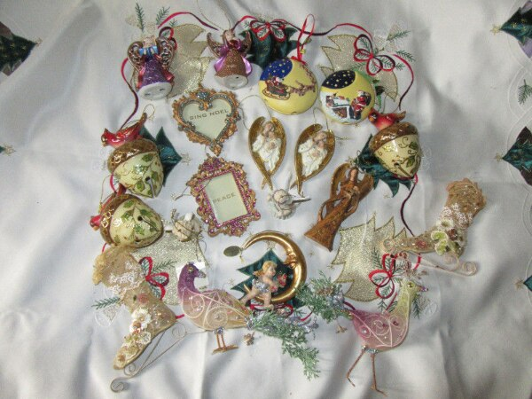 19 *NEW*UNUSED*CHRISTMAS ORNAMENTS,wood,porcelain, metal...