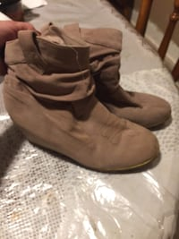 pair of brown suede boots Bethany, 73008