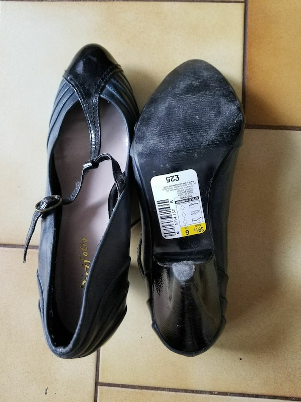 pair of black T-strap heeled shoes 3e77ed75-030a-4be0-b225-4a06aef51ce0