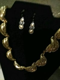 silver and gold necklace and earrings St. Louis, 63111