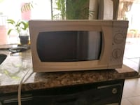 Microwave works great... negotiable   pick up only Moreno Valley, 92551