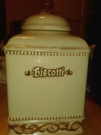 Giant cookie jar  Cleveland, 44102