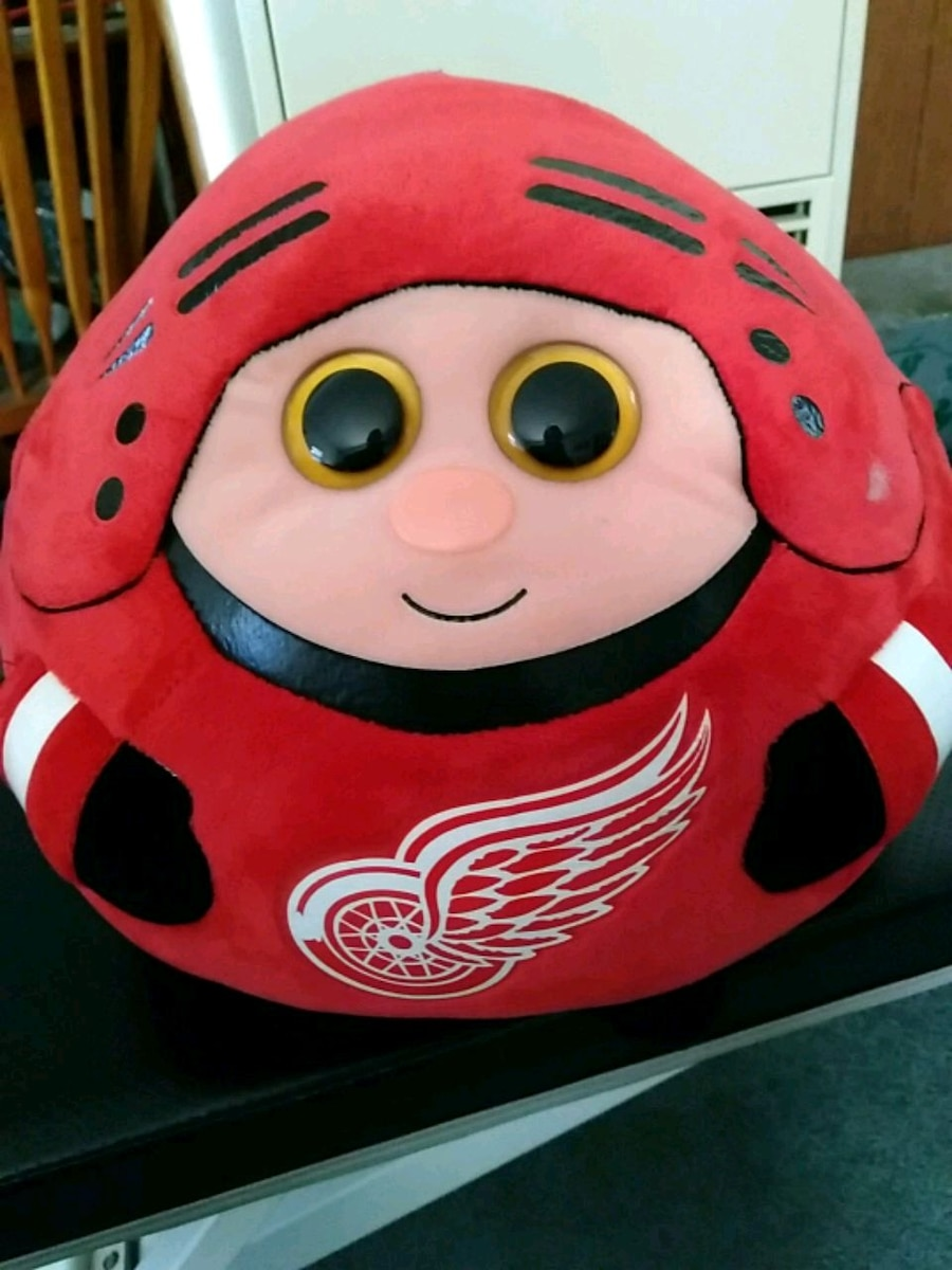 Photo Red Wings Beanie Ball