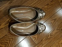 Girls size 13 rise gold shoe Toronto, M6M 3E8