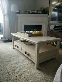 Classic PIER 1 IMPORT COFFEE TABLE Toronto, M9B 1L6