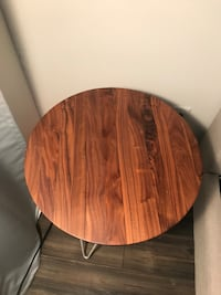 Round brown wooden side table Montréal, H3C
