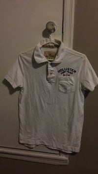 Size small //White and black hollister crew-neck t-shirt Lower Sackville, B4E 1H5