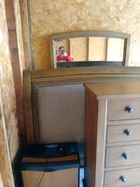 Bedroom suite dresser with mirror chest Shepherdsville, 40165