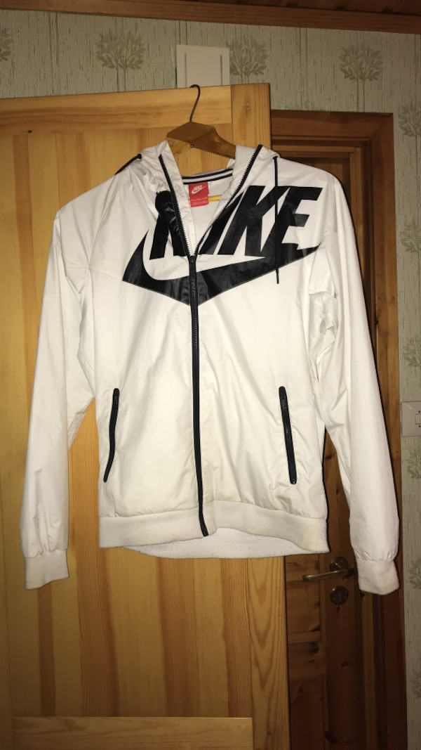 Hvit og svart nike zip-up jakke