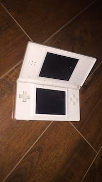 white Nintendo DS with game cartridge Montréal, H2M