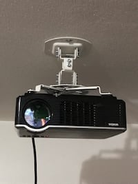 """Projector with 100"""" screen and Ceiling mount Milwaukee"""