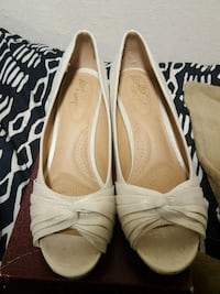 pair of white leather pointed-toe heels Los Angeles, 90063