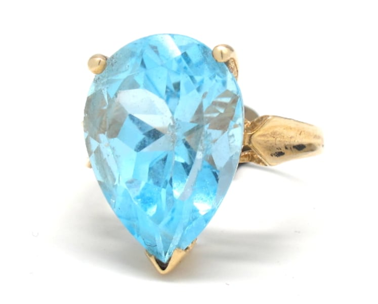 Ladies Blue Topaz Ring d40ce918-ce1c-418e-917e-75b2dea0a2ad