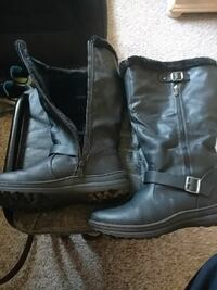 pair of black leather boots Lincoln, 68510