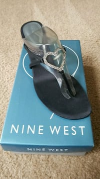 Pair of black sandals Size 10 Townsend, 19734