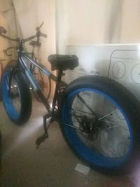 Fat tire bike. Mongoose dolomite. Black and blue. Silver Spring, 20901