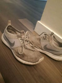 pair of gray Nike low-top sneakers Victoria, V9A 3M4