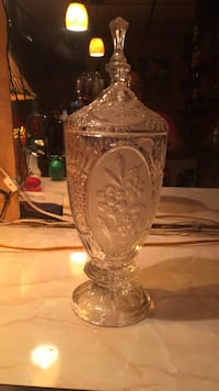 clear cut glass footed vase Temple Hills, 20748
