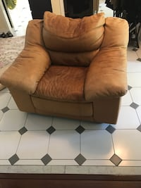 Leather cushy comfy chair  please see description  excellent solid construction Mississauga, L5M 2Z7