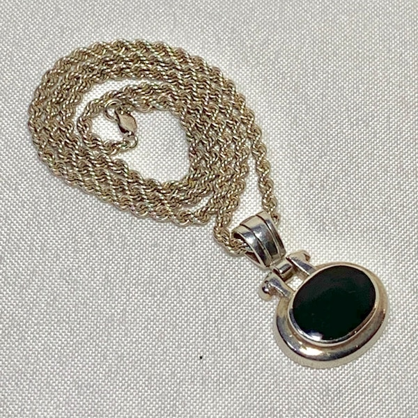 Vintage Sterling Silver Black Onyx Pendant with Sterling Rope Chain 05ae02e1-8481-4441-b84b-fb72a06ca6ab