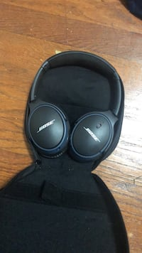 black Bose wireless headphones with case Manville, 08835