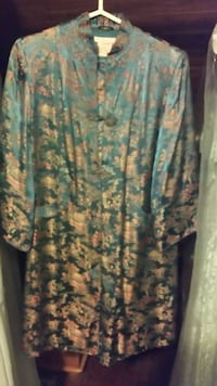 Teal and beige floral oriental coat.It has been dry cleaned never worn size medium to a large very beautiful piece Bethlehem, 18018
