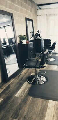 Hair styling chair for rent Welland