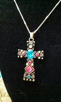 Gold tone necklace Bakersfield, 93313