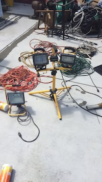 2 work lights and five extension cords Petersburg, 44454