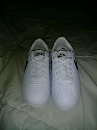 pair of white low-top sneakers Hamilton, L8E