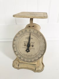Vintage Kitchen Scale - Landers, Frary & Clark - Creamy Chippy White/Butter Yellow Markham, L3P 3L9