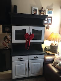 Hand crafted farmhouse cabinet with hutch 2313 mi