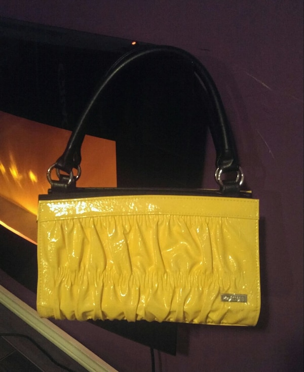 Miche changable bag with 4 cases ddaa61a8-86f9-4cd8-a539-1edef0869f52