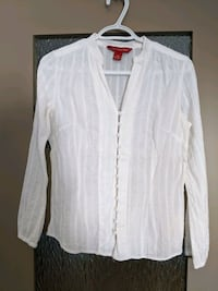 White 100% cotton long-sleeve blouse size sm/m worn once  Calgary, T2E 0B4
