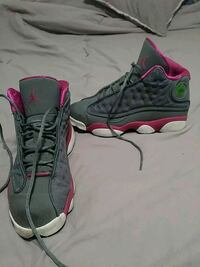 pair of gray-and-pink Nike running shoes Queens, 11411