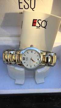 round gold analog watch with gold link bracelet Eastchester, 10709