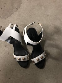 Women Sandals size 8.5 white never used 788 km